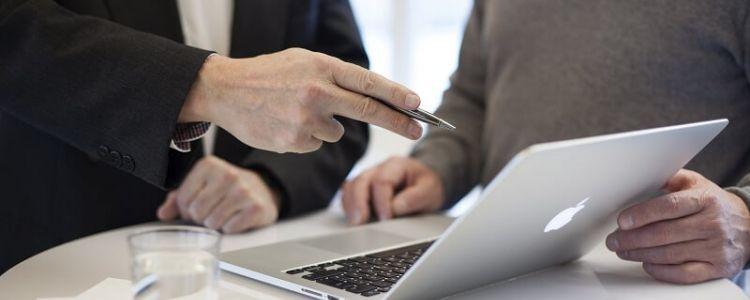 Czy wykonawca, który bierze udział we wstępnych konsultacjach rynkowych może złożyć ofertę?