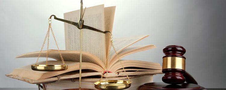 Rozbieżności w orzecznictwie, czy oferta, co do której upłynął termin związania ofertą, straciła cechy oferty i w związku z tym powinna być uznana za nieważną lub podlegającą odrzuceniu